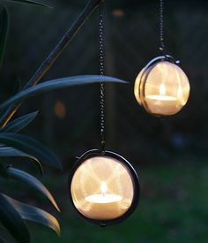 Teesieb als - Tea strainers as little garden lanterns, this is so cool - will have to do this for the year end!