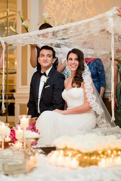 Love this beautiful Persian wedding--their sofreh aghd was gorgeous! | Photograph by Lisa Boggs Photography