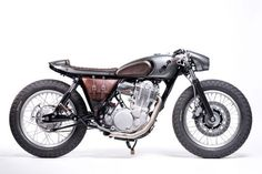 Yamaha SR400 Cafe Racer by Old Empire Motorcycles - Photos by Simon Buck #motorcycles #caferacer #motos   caferacerpasion.com