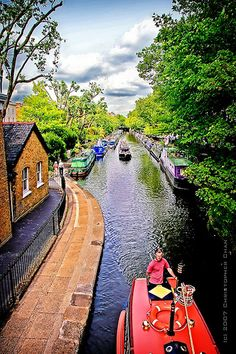 Go to Little Venice. Little Venice, London by Christopher Chan, via Flickr