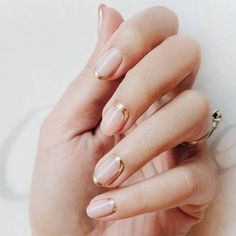 Wedding Nails: Beautiful and Elegant Nail Designs: Weddings are a very special event that allows us all to wear stunning dresses and look pretty. Nails are no exception. Natural Wedding Nails, Wedding Manicure, Wedding Nails For Bride, Bride Nails, Wedding Nails Design, Vintage Wedding Nails, Natural Nail Art, Lilac Wedding, Wedding Makeup