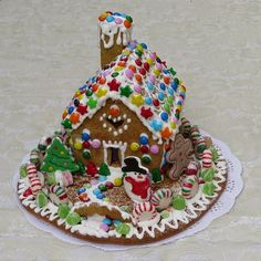 Make easy gingerbread houses using graham crackers, icing, and candies. They are perfect for kids to decorate, with no baking or cooking required. Gingerbread Cookie Mix, Graham Cracker Gingerbread House, Gingerbread House Parties, Make A Gingerbread House, Krispie Treats, Rice Krispies, Chocolate Tree, Favorite Christmas Songs, Fruit Roll Ups