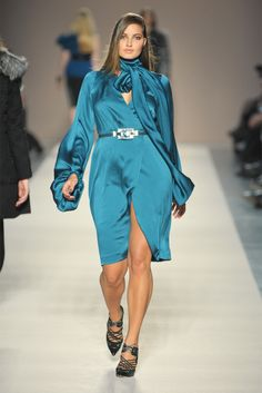 Elena Mirò - Collections Fall Winter - Shows - Vogue. Curvy Girl Fashion, Big Fashion, Petite Fashion, Plus Size Fashion, Fashion Beauty, Fashion Show, Fashion Looks, Moda Xl, Size Zero