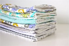 Burp Cloth Gift Sets - made with chenille Baby Sewing Projects, Sewing Projects For Beginners, Sewing For Kids, Sewing Crafts, Craft Projects, Craft Ideas, Burp Cloth Tutorial, Diy Tutorial, Burp Rags