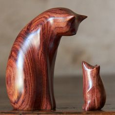 cocobolo cat and mouse by perry lancaster: Stone Carving, Wood Carving, Wood Craft Patterns, Wood Cat, Carving Designs, Cat Crafts, Animal Sculptures, Wood Sculpture, Oeuvre D'art