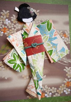 Close-up of Japanese origami doll I made, mounted on Japanese print all-purpose card. Origami Cards, Origami And Quilling, Origami Paper, Origami Dress, Japanese Origami, Japanese Paper, Japanese Kimono, Japanese Doll, Gato Origami
