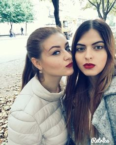 Friendship through decades 😘 #travel #traveling #traveltheworld #vsco #vscogood #vscocam #ukrainian #makeup #uk #us #dnipro #lima #goodnight #style #red #nyx #mac #lips #friendship #friends #amway #beauty