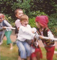 Site met verschillende ideeën voor spelletjes tijdens een kinderfeestje, zowel binnen als buiten.