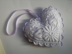 Cœur (Pot-pourri) White Embroidery, Hand Embroidery, Pot Pourri, Whole Cloth Quilts, Great Christmas Presents, Soft Heart, Lavender Bags, Needle Book, Heirloom Sewing