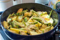 Carciofi e patate in padella (Braised Artichokes and Potatoes) Recipe on Yummly Italian Side Dishes, Potato Side Dishes, Easter Recipes, Italian Recipes, Italian Cooking, Potato Recipes, Memorie, Potato Salad, Potatoes