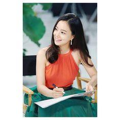 와, 예뻐! (wa, yeppeo!) Wow, so pretty! 😍  pic credit to right owner✌  #moonchaewon #bbong #goddesschaewon #imisschaewon