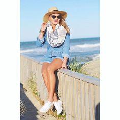 Instagram~ @whatcourtwore Seaside look ⚓️ // Outfit details- www.liketk.it/2kA2w #beachstyle
