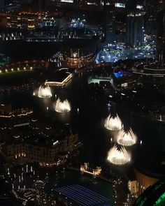 Dubai dancing fountain - Allow us to hypnotise you! A grand experience, whether you are watching it for the first time or - Dubai Vacation, Dubai Travel, Dubai Nightlife, Nightlife Travel, Dubai City, Dubai Hotel, Abu Dhabi, South America Animals, Dubai Video