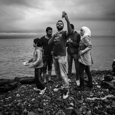 refugee-crisis-patrick-witty-cellphones-001