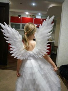 Wings for an angel costume: how and what to do . - Clothes and Crafts Kids Angel Costume, Angel Wings Costume, Diy Angel Wings, Diy Wings, Angel Dress For Kids, Couple Costumes, Diy Costumes, Halloween Costumes, Nativity Costumes