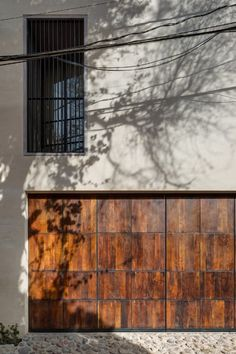 Mexico. An introverted house designed around two patios - Domus Architecture Plan, Contemporary Architecture, Journal Du Design, Urban Fabric, Keep The Lights On, Weekend House, Construction, Light Of The World, City Living