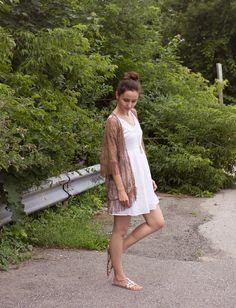 ModaMama: White cotton sundress, fringe lace jacket, gold leaf necklace.