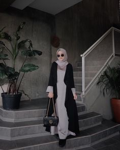 Gaya Modern Hijab Fashion, Hijab Fashion Inspiration, Islamic Fashion, Abaya Fashion, Simple Hijab, Casual Hijab Outfit, Hijab Chic, Casual Ootd, Muslim Dress