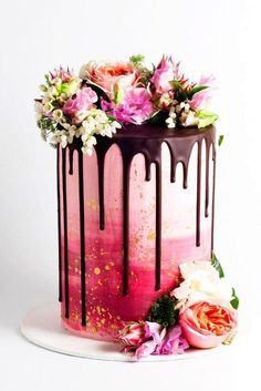 THIS is the most beautiful pie trend of the season: Drip Cakes- DAS ist der schönste Torten-Trend der Saison: Drip Cakes Pink Drip Cake with floral decoration - Fancy Cakes, Cute Cakes, Pretty Cakes, Yummy Cakes, Beautiful Cakes, Beautiful Birthday Cakes, Beautiful Cake Designs, Beautiful Desserts, Amazing Wedding Cakes