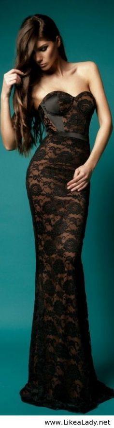 Hermoso vestido de encaje negro