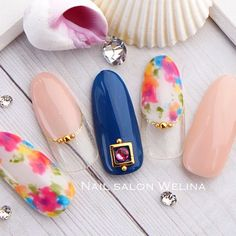 夏先取りなトロピカルボタニカルネイル♡ アート込デザインセット¥6980コース 5月の新作デザインです♡ * * #nail #nailart #naildesign #gelnail #nailstagram #instanails #fashion #fashionnails #mode #style #nailsalonwelina #japan #ネイル #ネイルデザイン #ボタニカル #夏先取り #フラワーネイル #大人ネイル #船橋 #千葉 #ネイルサロンウェリナ