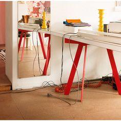 Der perfekt stehende Tischbock zur Auflage unterschiedlicher Tischblätter: LEBOCK wird aus einer massiven, 5 mm starken... - Tischbock Lebock