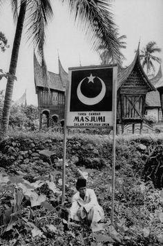 Kampanye Masjumi di Bali Th 1955 Minangkabau, Dutch East Indies, Asian History, Surabaya, Rare Photos, Old Pictures, My Arts, Culture, Museum