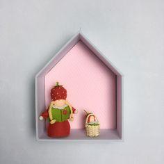 Etagère Maison en carton bois très épais recouvert de tissu imprimé pour chambre d'enfant