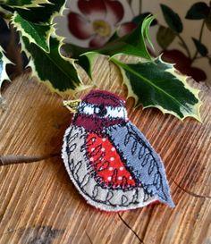 Little robin brooch on Folksy.
