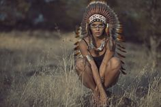 Native American Women - Guardians Of Culture, Belief & Traditions – Indian Headdress - Novum Crafts