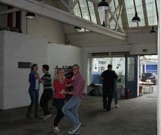 Unser Afterwork-Tanzkurs geht in die nächste Runde. Alle, die ihren Jugendtanzkurs nochmal auffrischen wollen oder noch gar keine Erfahrung mit Wiener Walzer & Co. haben, tanzen seit dieser Woche in den Feierabend. :)