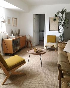 Mid-Century Design Essentials: Floor Lamps That Make a Statement! Today our 'Mid-Century Design Esse Estilo Interior, Mid-century Interior, Modern Interior Design, Interior Designing, Interior Ideas, Living Room Furniture, Living Room Decor, Vintage Modern Living Room, Modern Furniture