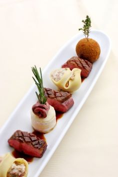 44 Meat Presentation Ideas With Undercooked Sauce - Food Food Design, Culinary Arts, Gourmet Recipes, Sushi Recipes, Gourmet Desserts, Gourmet Foods, Free Recipes, Creative Food, Food Presentation