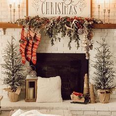 Rustic Christmas Mantel & Cozy Christmas Living Room - A Brick Home by Marly Dice - Househomedecoration Christmas Mantels, Plaid Christmas, Rustic Christmas, Christmas Home, Christmas Mantle Decorations, Traditional Christmas Decor, Cabin Christmas Decor, Christmas Ideas, Bohemian Christmas