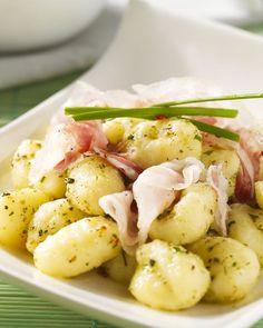 Een echt smaakbommetje in de keuken is gorgonzola. Deze straffe kaas is heerlijk geserveerd bij gnocchi, afgewerkt met pancetta. Een Italiaanse favoriet!