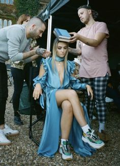 """Perrie on the set of ⁠ music video"" Perrie Edwards Style, Little Mix Perrie Edwards, Little Mix Girls, Little Mix Style, Jesy Nelson, Little Mix Photoshoot, X Factor, Litte Mix, Mixed Girls"
