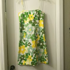 Nine West green & yellow floral dress, 4 This dress is so cute and flattering, wore it once to a special event and it's been sitting in my closet ever since. Please take this lovely home! Thanks for shopping my closet!  No trades.   Please submit any offers through the offer button Nine West Dresses