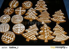 hotové perníčky Christmas Wrapping, Christmas 2017, Christmas Baking, Christmas Cookies, Christmas Ornaments, Mini Cupcakes, Biscotti, Cookie Decorating, Gingerbread Cookies