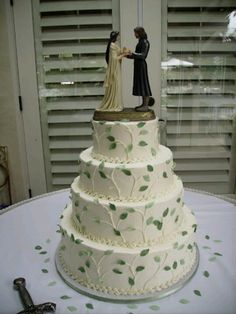 LOTR wedding cake..lovely. But it's not what I want for my wedding.