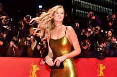 """German model Toni Garrn poses for photographers on the red carpet as she arrives for the opening of the Berlinale film festival with the premiere of """"Django"""" during the 67th Berlinale film festival in Berlin on February 9, 2017. / AFP / John MACDOUGALL"""