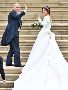 Princess Eugenie of York wearing Peter Pilotto at the royal wedding - wedding-dress. Royal Wedding Gowns, Royal Weddings, Best Wedding Dresses, Princesa Eugenie, Princesa Beatrice, English Royal Family, British Royal Families, Princess Eugenie Jack Brooksbank, Princess Kate