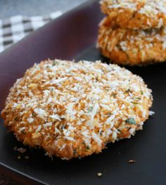 These baked salmon cakes are breaded in panko, healthy and taste amazing, too! Follow our instructions for poaching or use canned salmon as a good shortcut! - Everyday Dishes & DIY