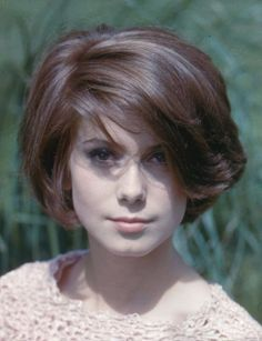 The great Catherine Deneuve. Was naturally a brunette, being blonde in France made her naturally beautiful face stand out ! French Beauty, Classic Beauty, Young Celebrities, Celebs, Romain Gary, Actrices Sexy, Roman Polanski, Vladimir Putin, French Actress