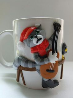 on the Cup depicts a cat with a guitar from the famous cartoon.A great gift for both children and adults