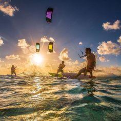 Another amazing day in #tarifa at #mayabari ! #lifestyle #ozone #ozonekites #ozonetarifa #ozonekiteboarding #ozonebar #ocean #kiteschool #kiteschooltarifa #tarifakite #tarifakitesurfing #ocean #amazing #picoftheday #instagood #instalike #like4like