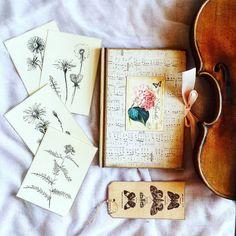 Skoro za oknem nie można się doprosić to ja sobie robię własną wiosnę do zdjęcia!  Notebook from @notonlypaper   ___________________________ #violin   #violino   #violinist   #violingirl   #violinlife   #geige   #fiddle   #skrzypce   #muzyka   #skrzypaczka   #musicmajor   #musicaclassica   #instaclassical   #bestmusicshots   #musicphotography   #shared_joy   #journal   #zeszyt   #notebook   #handwriting   #plannerlove   #plannersociety   #plannercommunity   #bulletjournal…