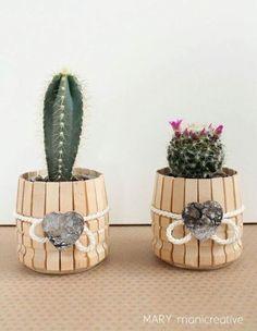 23 Clever DIY Christmas Decoration Ideas By Crafty Panda Popsicle Stick Crafts, Craft Stick Crafts, Diy Crafts To Sell, Home Crafts, Crafts For Kids, Wooden Clothespin Crafts, Wooden Clothespins, Diy Art, Flower Pots
