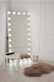 Risultati immagini per hollywood mirror full length   Cose ...