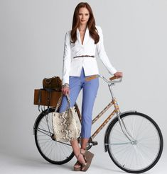 Bike Style = thinking about combining fashion with bike riding, now looking for the style of clothes suitable for riding a bike, this is the perfect outfit, very practical, yet still glam