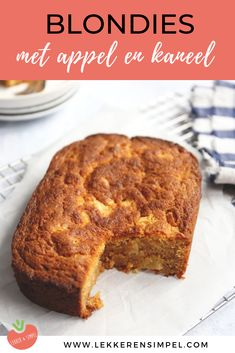 Blondies with apple and cinnamon - In the oven in 20 minutes! - Tasty and Simple - Blondies with apple and cinnamon. This blonde recipe with white chocolate has been greatly apprecia - Amaretto Cake, My Favorite Food, Favorite Recipes, Crepes, Good Food, Yummy Food, Brownie Cake, Breakfast Bake, White Chocolate